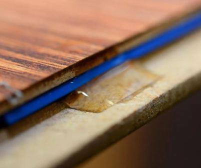Почему скрипит ламинат