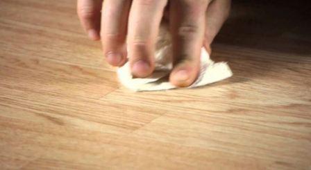 Убрать царапины на ламинате в домашних