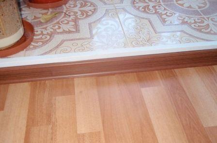Как правильно состыковать плитку и ламинат