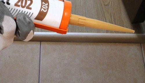 Использование герметика для стыка