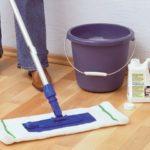 Как правильно мыть ламинат в доме, чтобы он был без разводов?
