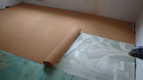 Укладка подложки на бетонный пол